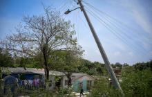 Alerta por mal estado de postes en barrios de Barranquilla y Soledad