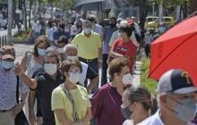 Mayores de 70 se la juegan contra la covid en el Romelio Martínez