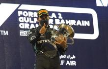 Hamilton resiste el ímpetu de Verstappen