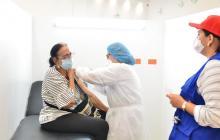 Con 'pico y cédula' vacunan a mayores de 70 años en Valledupar