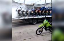Hombre incendió su moto para que la grúa no se la llevara