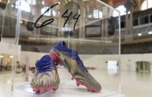 Subastan con fines benéficos las botas de Messi