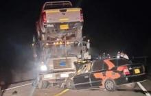 Conductor muere al esquivar una vaca y chocar contra un camión
