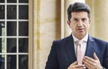 Ministro de Defensa, en aislamiento por sospecha de covid-19