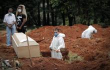 Brasil rebasa las 400.000 muertes por covid-19
