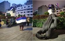 Indígenas derriban estatua de Jiménez de Quesada en Bogotá