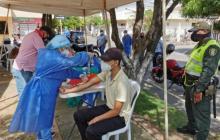 Ofrecen pruebas covid gratuitas a jóvenes marchantes en Montería