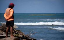Hombre desaparece tras ser arrastrado por las olas en Salgar
