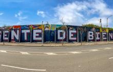 Artistas cubren sus propios murales para alzar su voz de protesta