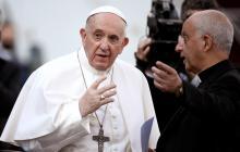 Papa Francisco dice que abusos a menores son delitos contra la dignidad humana