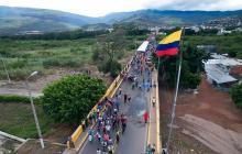 """Venezuela rechaza la decisión """"unilateral"""" de Colombia de abrir fronteras"""