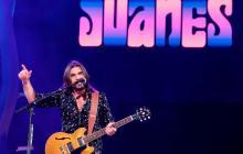 Así suena 'Sin medir distancia' en la voz de Juanes