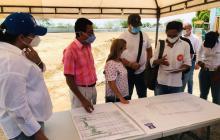 Gobernadora Noguera supervisa obras de cancha de Cuatro Bocas, en Tubará