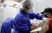 Vacunas Pfizer y Moderna no causan infertilidad masculina, según estudio