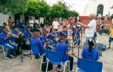 Entregan instrumentos musicales a escuelas de Simití y Tiquisio