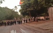 """""""Manifestantes intentaron entrar a la vieja Escuela de Policía"""""""