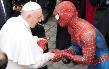 Spiderman visitó al papa Francisco
