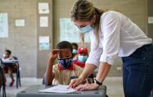 296 estudiantes del área rural de Calamar han regresado a clases presenciales