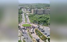 Motocarristas bloquean corredor universitario por prohibición de parrillero en Puerto Colombia, Atlántico
