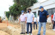 Alcalde Pumarejo supervisó avance de la canalización del arroyo 'La Felicidad'
