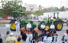 Entregan maquinarias a pequeños agricultores de La Guajira