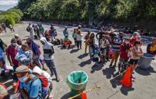Miles de migrantes permanecen varados en Necoclí sin paso hacia Panamá