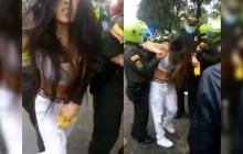 Investigan denuncia de mujer por video en que policía le pone pistola táser en partes íntimas