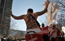 Hinchas de River realizan un banderazo a horas del superclásico ante Boca