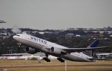 United Airlines pidió a sus empleados vacunarse contra la covid-19 o serán despedidos