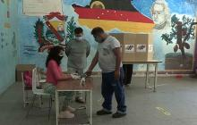 El chavismo comienza a votar en sus primarias con la vista en las regionales