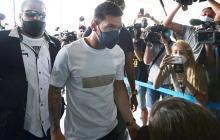 Lionel Messi aterriza en París para firmar por el PSG