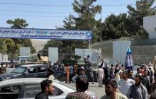 Miles de personas desesperadas desatan el caos en el aeropuerto de Kabul