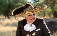 Vicente Fernández ya no está intubado