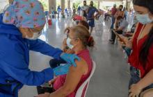 Implementan estrategias para lograr cobertura de vacunación en mayores de 50 años