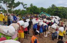 Continúan los trabajos en Sarandelo, el río sigue desbordado