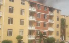Reportan incendio en un apartamento en Villa Carolina