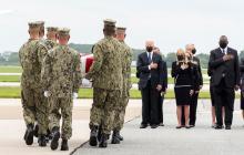 Biden honra los restos de militares muertos en Afganistán