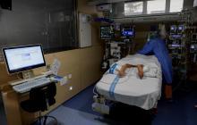 Las vacunas reducen en más del 70 % las hospitalizaciones, según un estudio