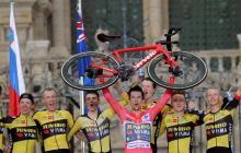 Primoz Roglic festeja La Vuelta con una exhibición en la crono final