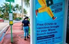 Biden ordena vacunación de la mayoría de trabajadores