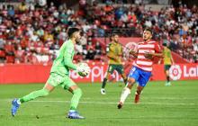 Luis Suárez marca en derrota del Granada en España