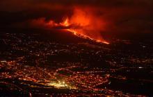 Más de 5.000 evacuados por erupción volcánica en la isla española de La Palma