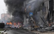 Mueren 6 personas al estrellarse un avión contra edificio en afueras de Milán