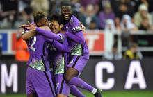 Tottenham ganó un duelo que fue frenado por un problema de salud de un hincha