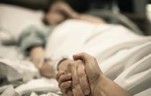 Un hombre con cáncer terminal conoce a su padre biológico 11 días antes de morir
