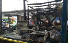 En imágenes | Así quedaron los puestos de venta ambulante consumidos por incendio