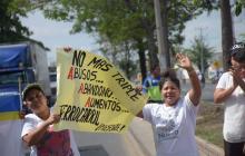 En imágenes | Protesta y bloqueo en barrio Ferrocarril a la altura de la vía al aeropuerto