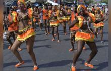 Derroche de alegría en el desfile del Rey Momo en la calle 17