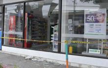 Así quedó la farmacia que vándalos atacaron en el barrio El Prado
