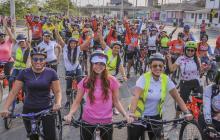 En imágenes | A bordo de una bicicleta, mujeres en Barranquilla celebraron su día